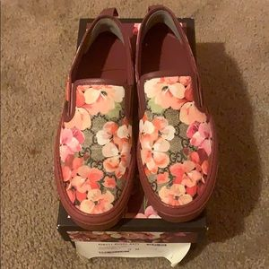 GUCCI Flowered Shoes Size 38 Pre-owned big for me.